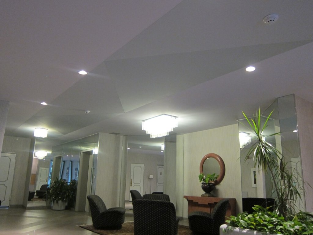 Popcorn ceiling in the lobby